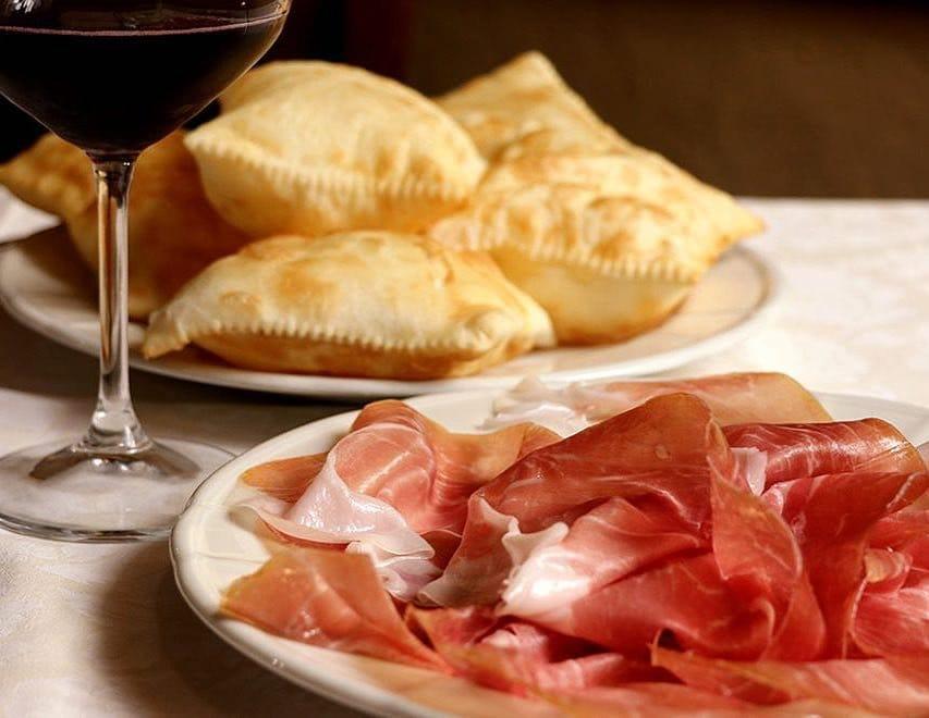 italian gnocco fritto with prosciutto and wine
