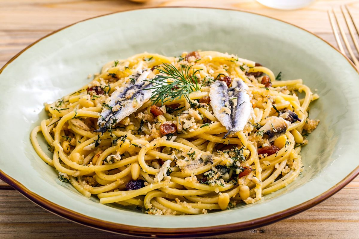 Bucatini recipe with sardines and wild fennel