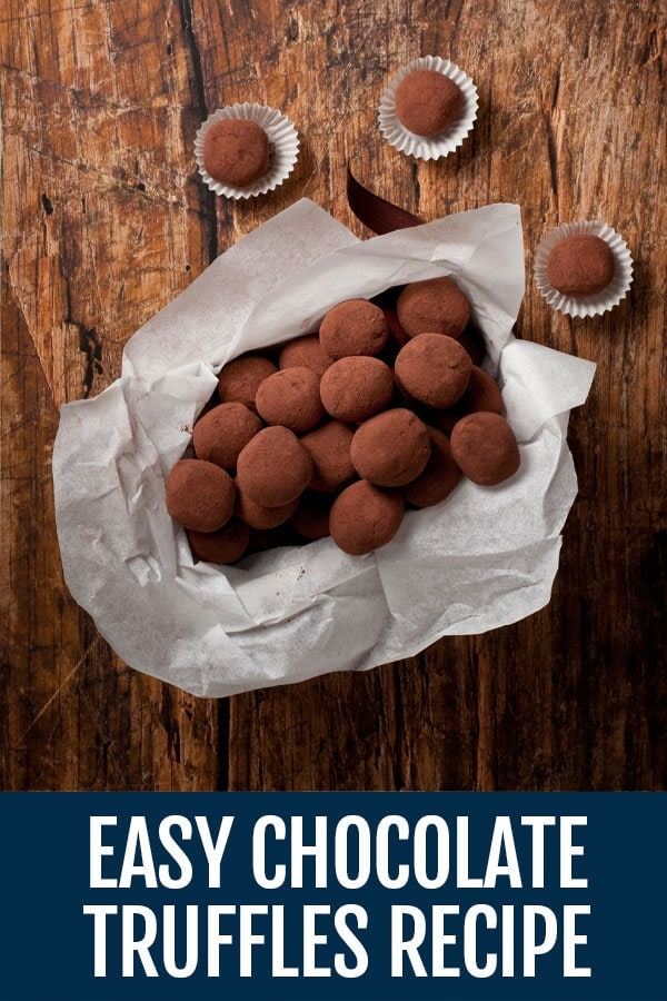 This recipe for chocolate truffles combines a few ingredients and in just a few steps you'll be able to taste delicious handmade chocolate truffles! #truffles #chocolate #sanvalentinesday