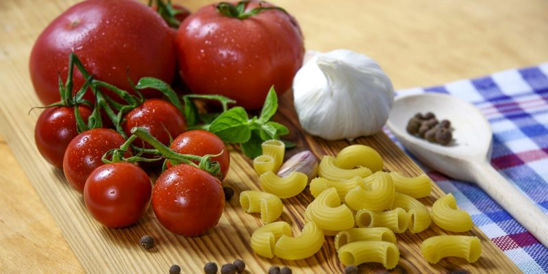 tomatoes, pasta, garlic, black pepper