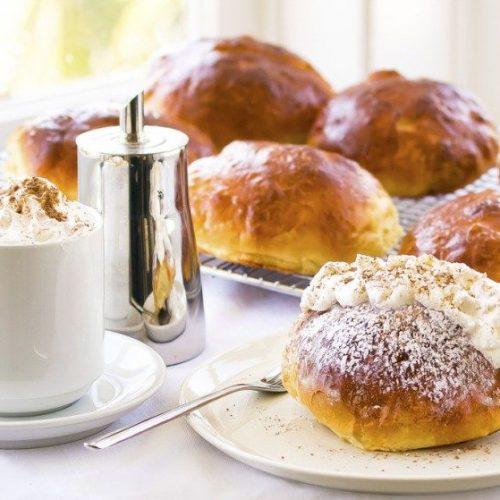 Maritozzi con la Panna - Sweet buns recipe with whipped cream