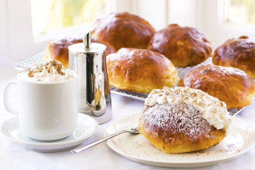 Maritozzi con la Panna - Sweet buns recipe with whipped cream