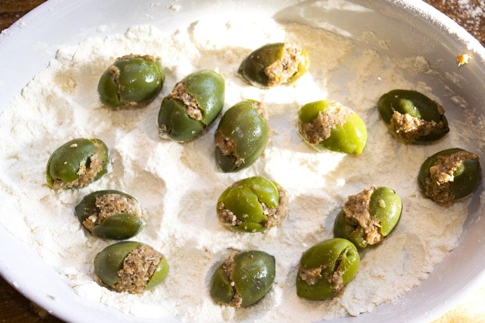 preparing stuffed olives ascolana at home