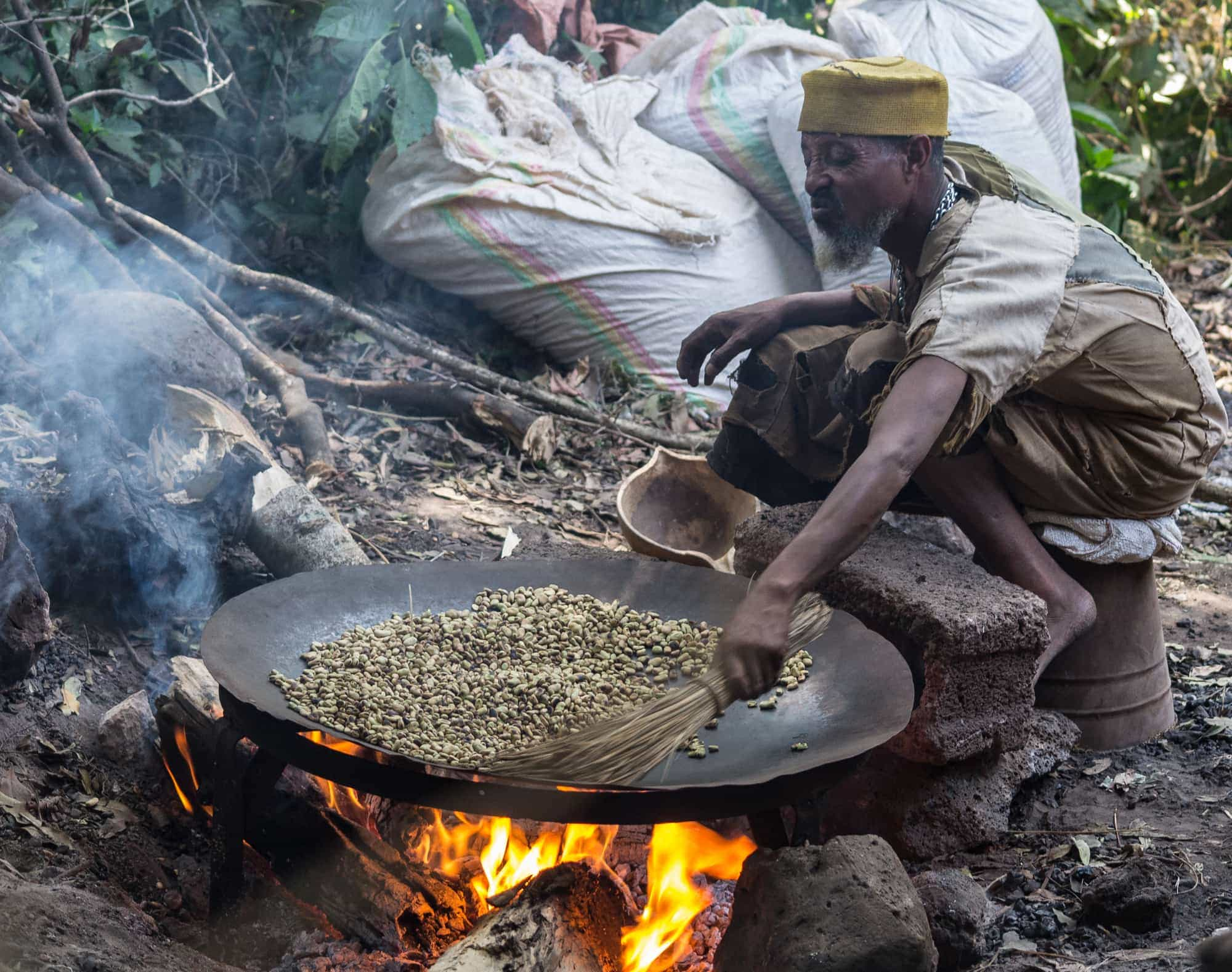 Roasting coffee beans in the ethiopian way