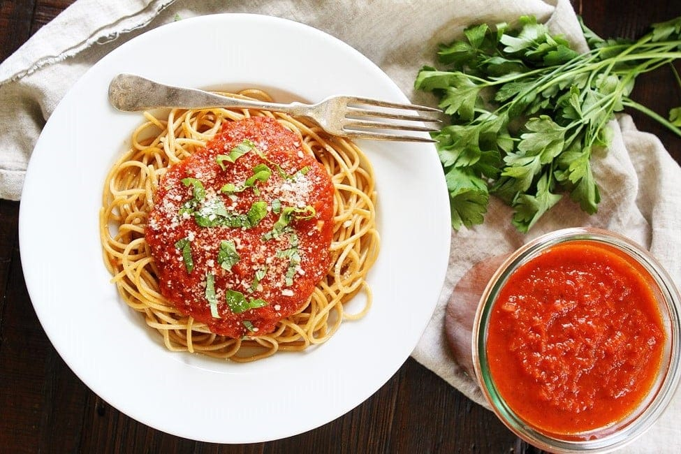 Fresh ingredients are the best for this spaghetti marinara recipe.