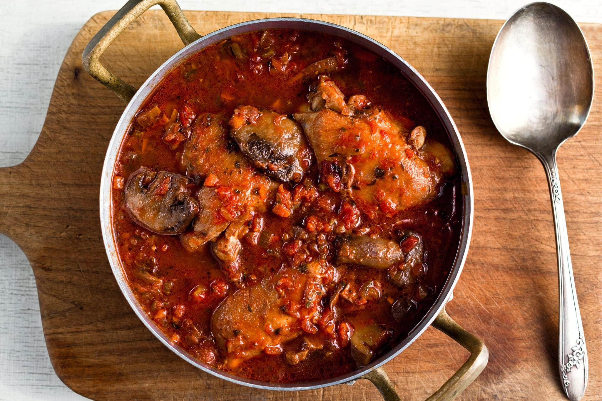 This authentic Italian chicken cacciatore recipe will make you lick your fingers.