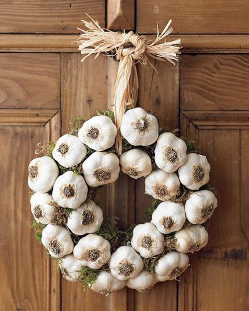 Garlic wreath on the door