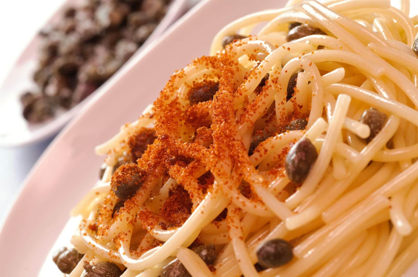 Spaghetti con bottarga e capperi - what is bottarga